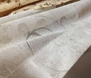 カビの生えたカーテン