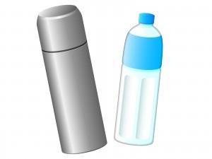 飲み物(水筒とペットボトル)