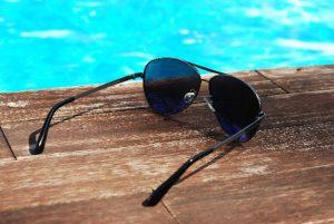水辺のサングラス