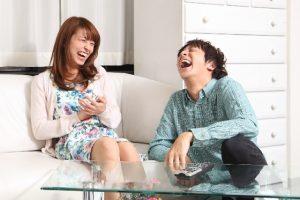 大爆笑中のカップル