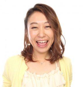 爆笑中の女性