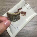 ローソンの鮭皮チップスを食べる